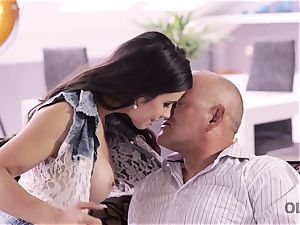 OLD4K. sumptuous father able to please all needs of gorgeous teen