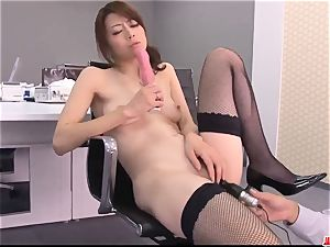 Maki Hojo unbelievable gigs of dazzling porn at the office