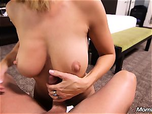 Face drilling first Time cougar with elastic titties