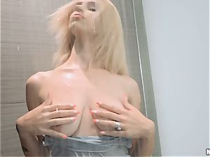 Lilli Dixon shagged in her fabulous jewel slit after showering with her clothes on