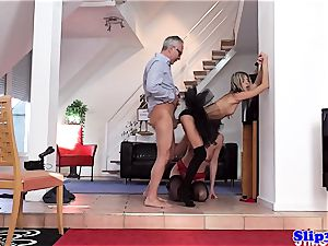 Glam eurobabe booty-fucked in trendy three way
