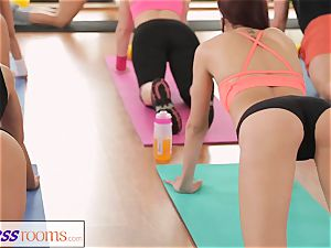 FitnessRooms amazing donks on flash before lesbian honies