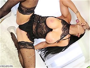 mind-blowing masseur Romi Rain knows what you want