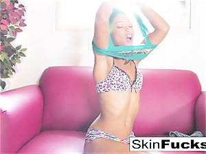 skin Diamond frolicking with her raw gash