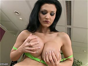 Apple-bottom breezy Aletta Ocean teases everyone with her luscious behind