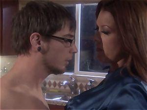 mummy stunner Raquel Devine dumps this lucky man