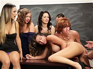 Veronica Avluv shows super-steamy women how to dump