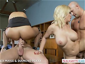 Blondes Phoenix Marie and Diamond Foxxx pound in 4some
