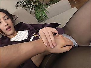 chinese condom dealer tests her pubes with a customer