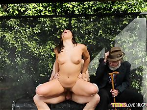 funny situation of coochie plunged daughter and her granddad sees at bus stop - Abella Danger and Bill Bailey