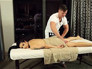 Katrina Jade screwed in her snatch