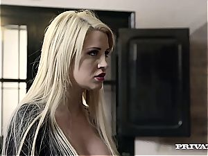 insatiable Housewife Sienna Day pulverizes two folks In the Kitchen