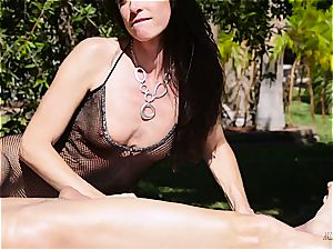 cougar India Summer creampied on the jacking table