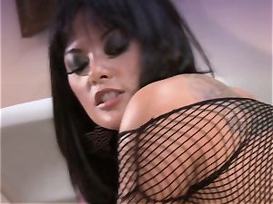 Kaylani Lei stretches her mouth-watering slits and luvs the hard pole in her