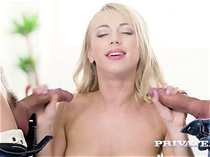 Private.com - Kira Thorn gets her crevasses plowed