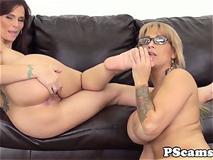 Livechat lezzies Alyssa Lynn and Syren Demer