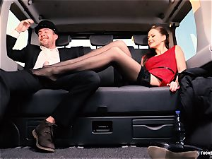 humped IN TRAFFIC - brit Tina Kay penetrated in the car