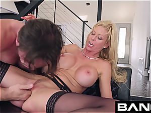 fuck hardcore: Alexis Fawx squirting cougar drilled