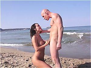 Beach hook-up with Franceska