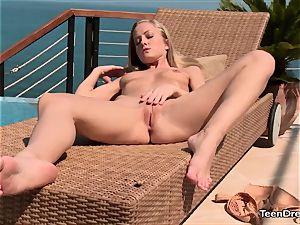 Sicilia enjoys Outdoor wanking