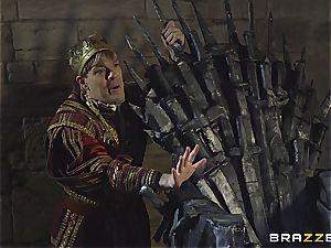 Daenerys Targaryen gets fucked by Jon Snow on the iron Throne