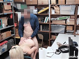 blonde hotty Jessica Jones pulverized by security guard