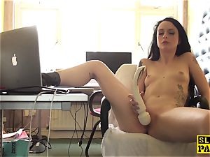 Clitrubbing uk superslut playing with vibro