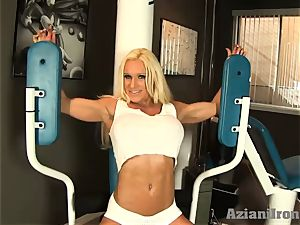 fantastic fitness blonde works out and displays her genitals