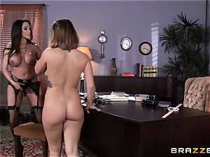 messy instructor Ariella Ferrera seduces schoolgirl Keisha Grey