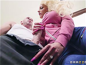 blondie silly gets fixed by the young gardener