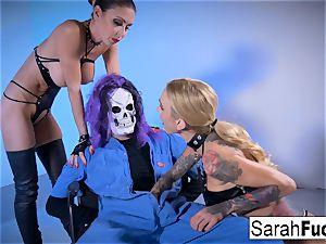 giant pecker Skullman nails two steaming women