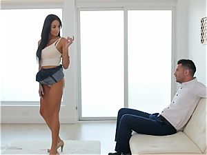 Milfy mom Anissa Kate nailed deep in her pussy pie