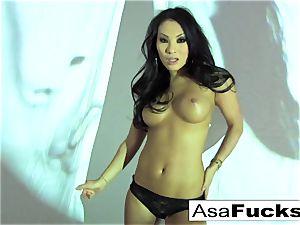 fabulous Asa Akira Plays With Her wet honeypot