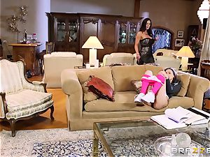 baby sitter Belle Knox seduced by Kendra passion and her boy