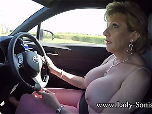 Mature dame Sonia plays with her cupcakes while driving
